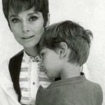 Audrey Hepburn con il figlio Luca Dotti (c. 1975)