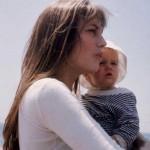 Jane Birkin con la piccola Charlotte Gainsbourg
