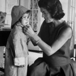 Jakie Kennedy con la figlia Caroline (1960)